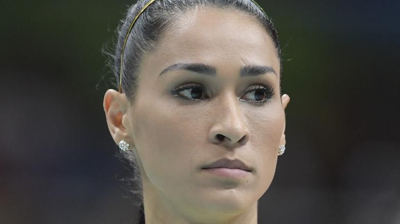 Jaqueline Carvalho blickt zur Seite