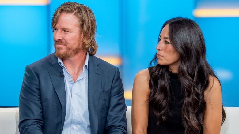 Chip und Joanna Gaines sehen im Interview ernst aus