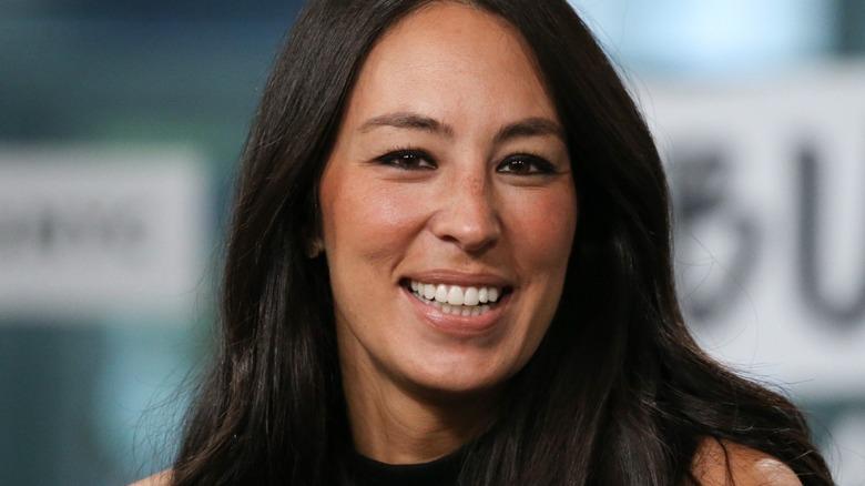 Joanna Gaines lächelt
