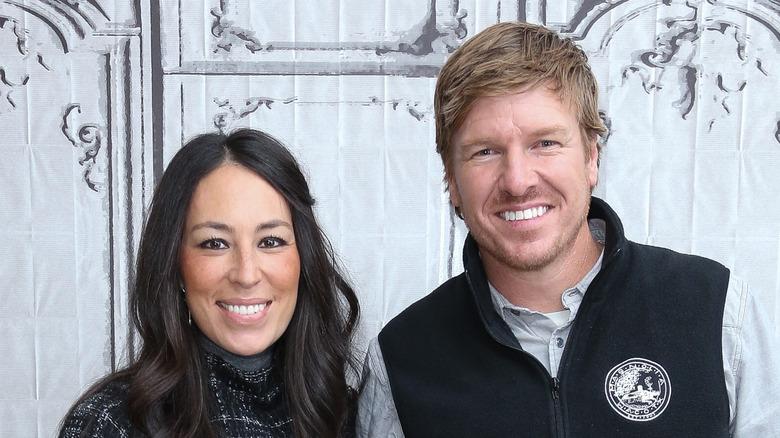 Chip und Joanna Gaines lächeln