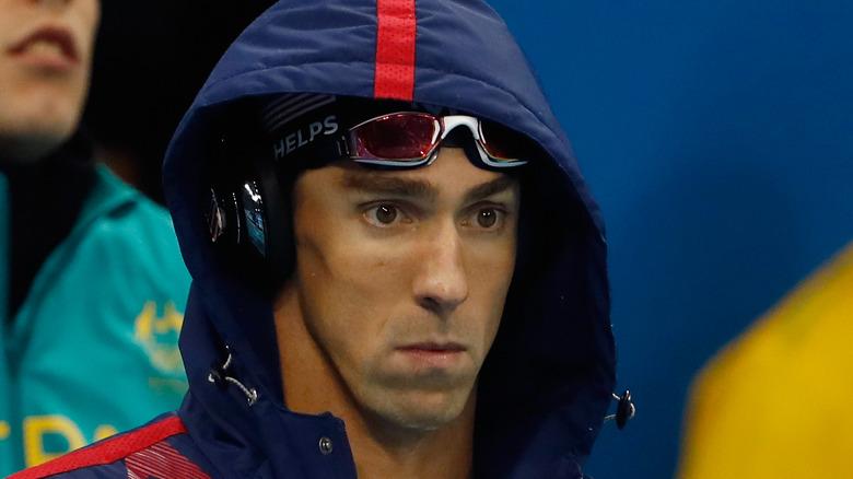 Michael Phelps mit offener Kapuze