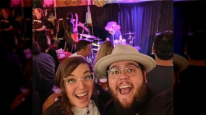 Emily Schalick und Charley Koontz in einem Selfie