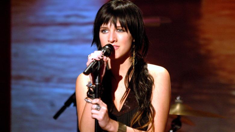 Ashlee Simpson singt