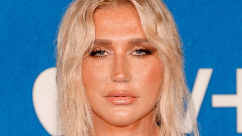 """Kesha besucht Apples """"Ted Lasso"""" Premiere der zweiten Staffel im Pacific Design Center"""