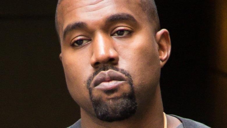 Kanye West lächelt nicht