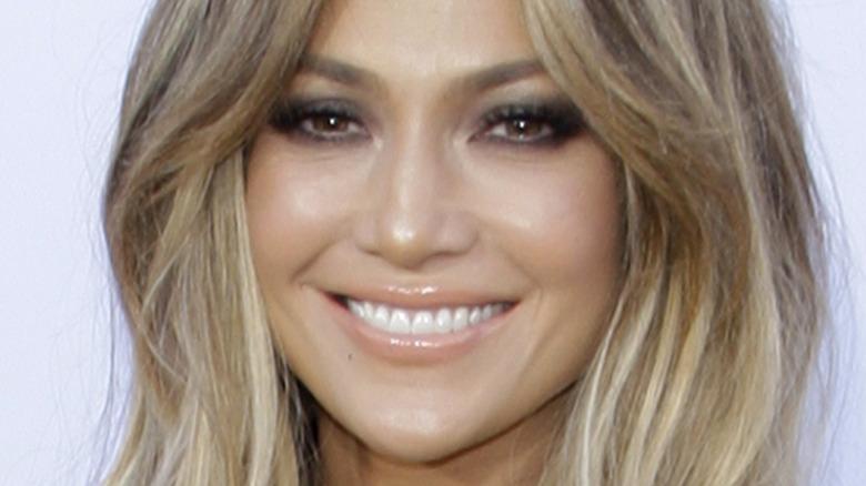 Jennifer Lopez lächelt