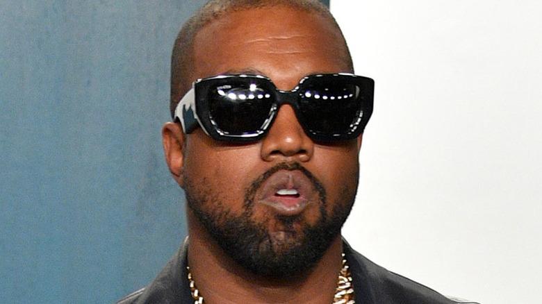 Kanye West nimmt an der Vanity Fair Oscar Party 2020 teil, die von Radhika Jones im Wallis Annenberg Center for the Performing Arts veranstaltet wird
