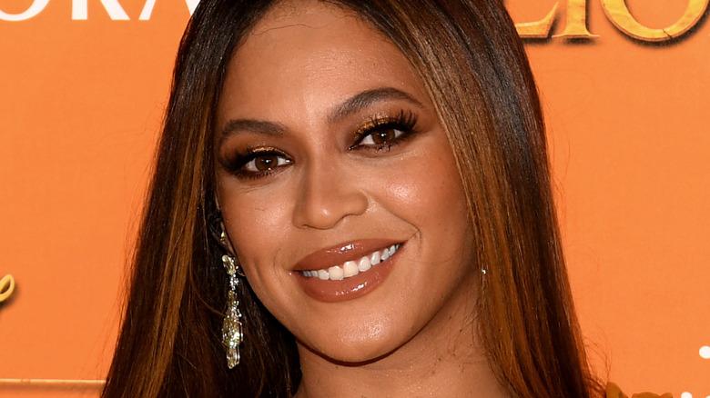 Beyoncé lächelt