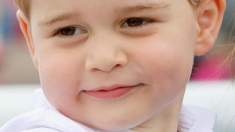Prinz George posiert für ein Foto