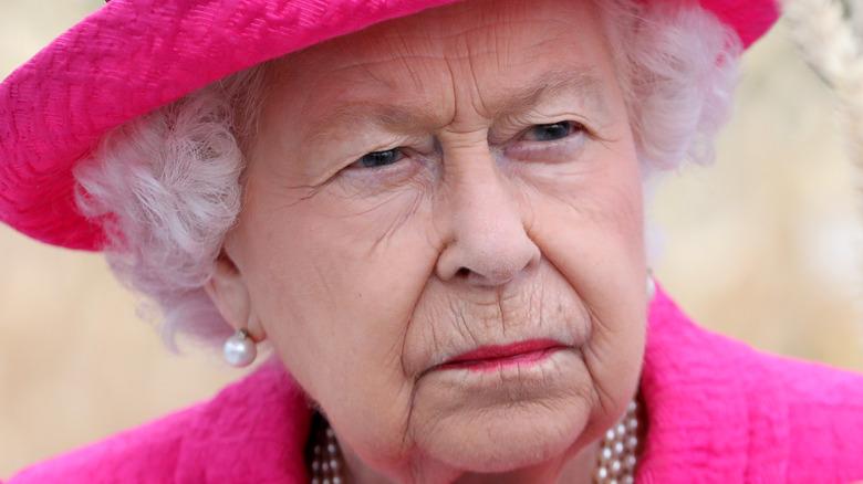 Die Königin sieht verärgert aus