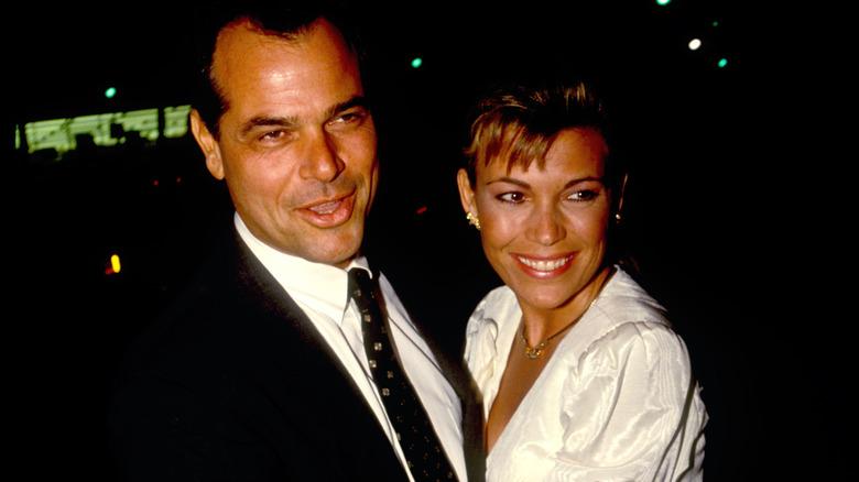 Vanna White lächelt mit George Santo Pietro
