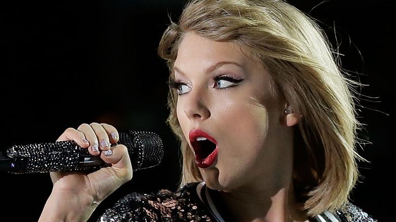 Taylor Swift tritt auf