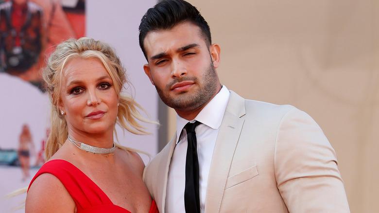 Britney Spears und Sam Asghari blinzeln