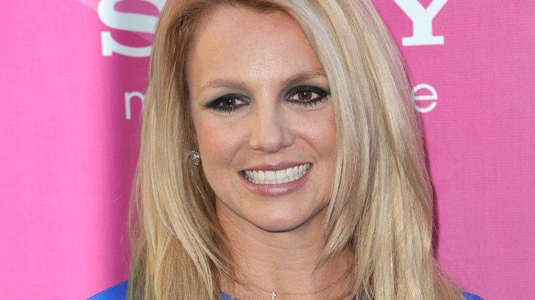 Britney Spears lächelt