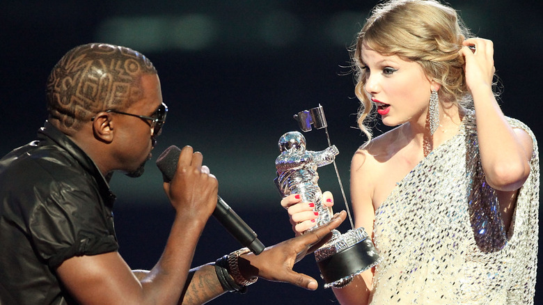 Kanye West unterbricht Taylor Swift bei den VMAs 2009
