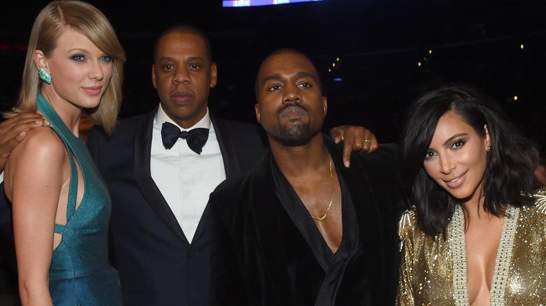 Taylor Swift, Jay-Z, Kanye West, Kim Kardashian posieren alle zusammen