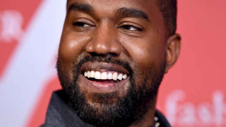 Kanye West lächelt
