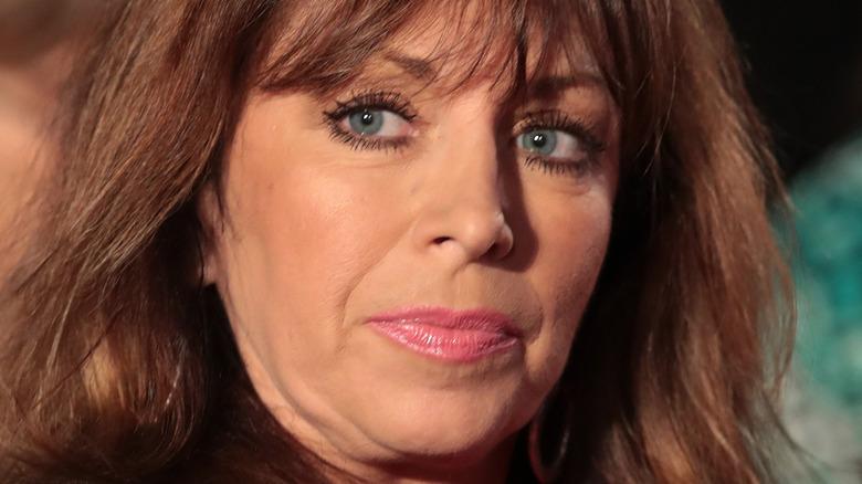 Paula Jones grinst