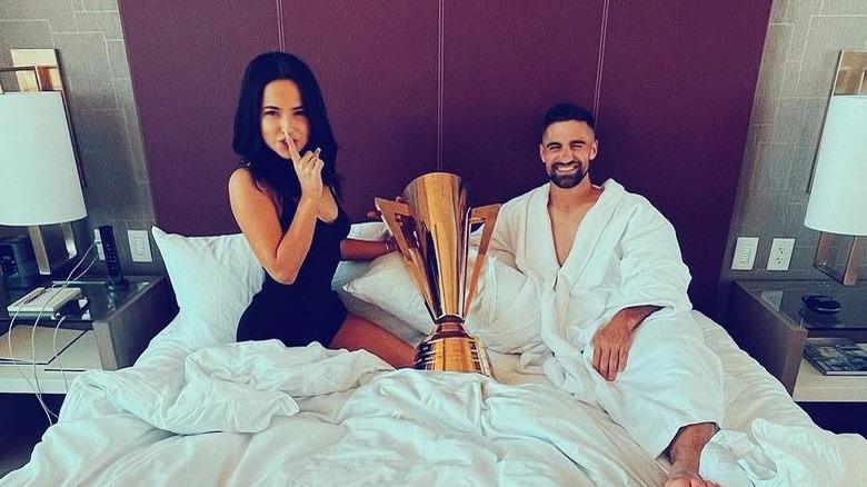 Becky G und Sebastian Lletget im Bett