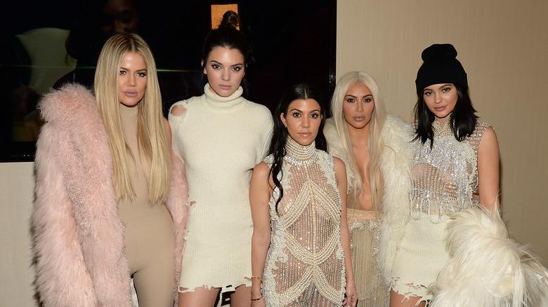 Die Kardashian-Jenners lächeln