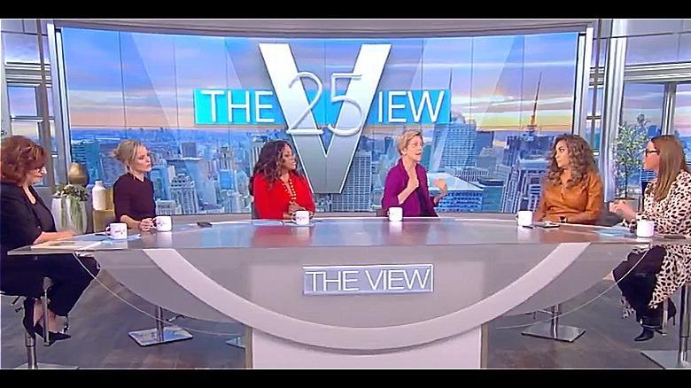 Elizabeth Warren und The View Co-Moderatoren