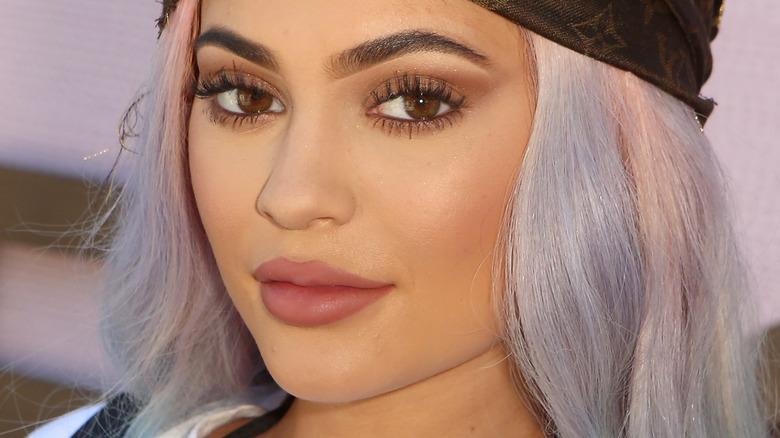 Kylie Jenner mit flachem Ausdruck