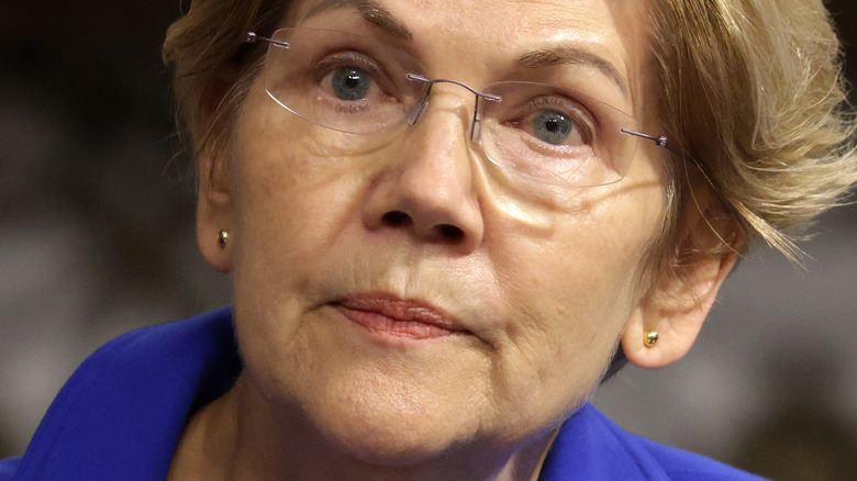 Elizabeth Warren runzelt die Stirn